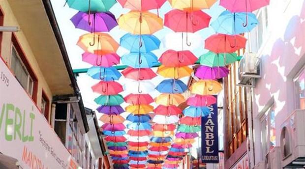 Yozgat'ta bir sokak şemsiyelerle süslendi