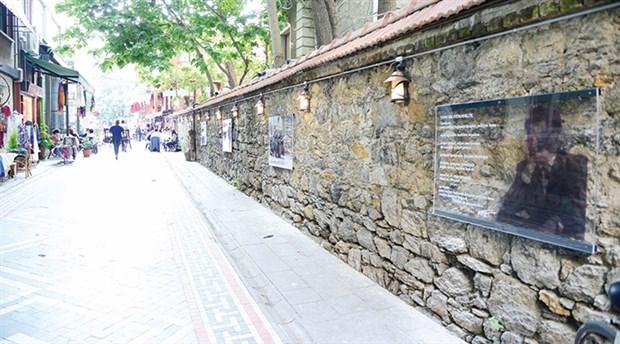 Kadıköy duvarlarında  Nâzım Hikmet şiirleri