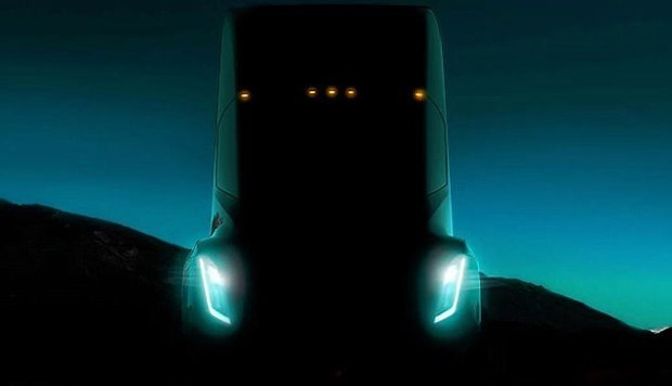 Tesla'nın yeni gözdesi göründü