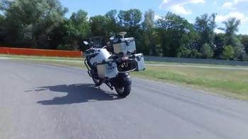BMW şimdi de sürücüsüz motosiklet yapıyor!